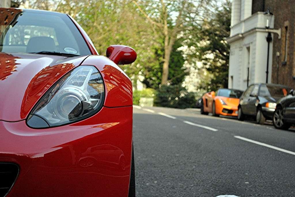 À en croire cette étude, il est plus prudent de traverser devant une petite voiture que devant une grosse cylindrée, le conducteur de cette dernière faisant preuve de moins de courtoisie à l'égard des piétons. © Ed Callow, Flickr, cc by 2.0