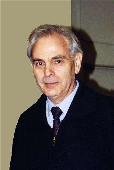 Lev Okun est un physicien russe dont les travaux sur la physique des particules élémentaires sont bien connus. On lui doit le terme de hadron désignant toutes les particules faites de quarks et de gluons comme les nucléons, les mésons et les hypérons. © Cern