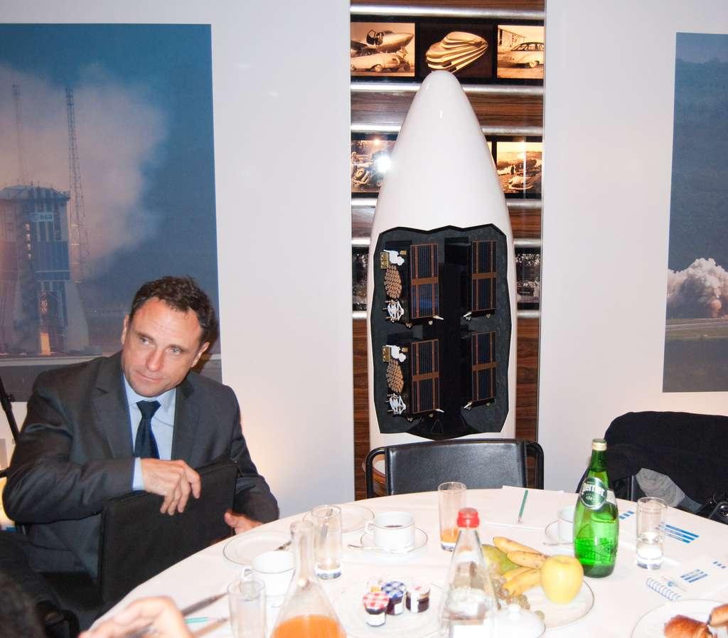 Soyouz ne sera pas le seul lanceur utilisé pour déployer en orbite les satellites de la constellation Galileo. Ariane 5 s'en chargera également. Si Soyouz lancera deux satellites FOC à la fois, Ariane 5 pourra en envoyer quatre, installés sur le lanceur, comme le montre cette maquette. © Rémy Decourt