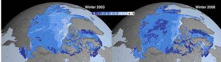 Comparaison des épaisseurs de la banquise en hiver, en 2003 et en 2008 (cliquer pour agrandir). La couleur indique l'épaisseur, de bleu foncé pour 0 à 1 mètre jusqu'à blanc, pour plus de 4 mètres. On voit clairement apparaître en 2008 des zones de moins d'un mètre au centre de la banquise arctique. © Nasa/JPL (montage Futura-Sciences)