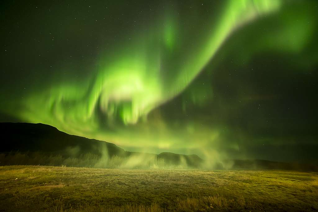 Geysir Aurora par Phil Halper. © Phil Halper, Insight Investment Astronomy Photographer of the Year