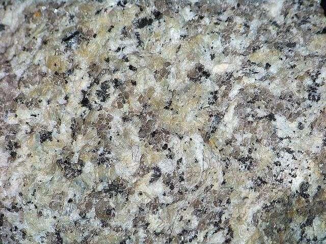 Granite riche en quartz © Piotr Sosnowski, Wikimedia Commons, CC by-sa 4.0