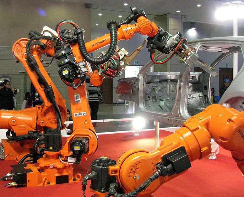 Robots industriels sur une chaîne de montage automobile. De nombreux robots ont déjà remplacé les humains sur les lignes de production à la chaîne. © Hyundai Motor