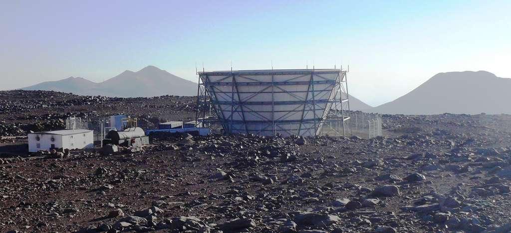 Une vue de l'Atacama Cosmology Telescope, le télescope le plus haut au monde. © Lyman A. Page