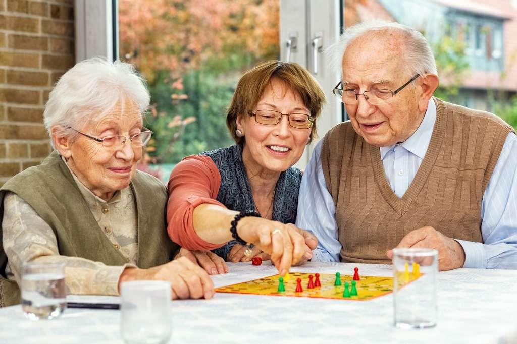 Les personnes âgées, seules ou en couple, peuvent aussi être accueillies dans des familles qui ont obtenu un agrément du conseil départemental. © Ingo Bartussek, Fotolia