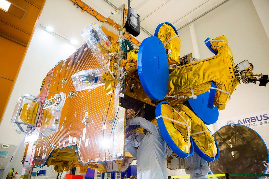 Le satellite SES-10 construit par Airbus Defence and Space autour d'une plateforme Eurostar 3000. © Airbus DS
