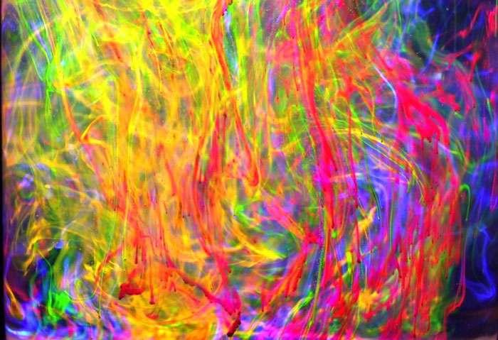 La couleur peut être fluorescente. © B. Valeur, DR