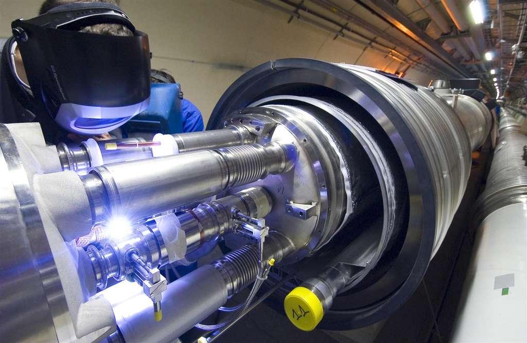 Raccordement des éléments du LHC