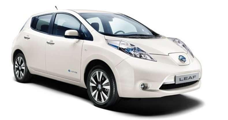 La Nissan Leaf SV est une hybride rechargeable. Autrement dit, la batterie peut être rechargée à l'aide d'une prise de courant, comme une voiture électrique. © Nissan