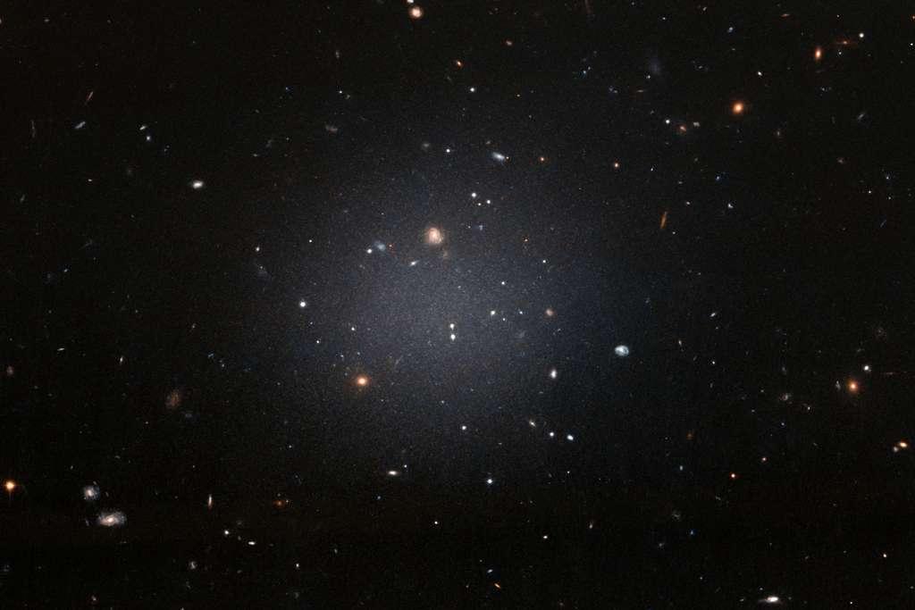 La galaxie ultra-diffuse NGC-1052. © Nasa, ESA