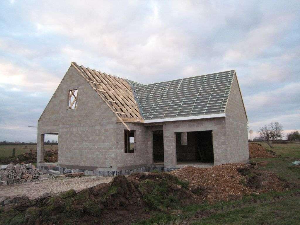 Si vous faites construire votre maison, pensez au sous-écran de toiture. © haricovert-canalblog.com