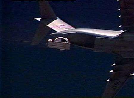 Largage d'Orion sur son traîneau depuis un C-17. Crédit Nasa