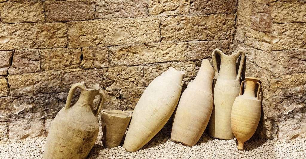 Quelle est l'histoire de la fabrication du vin ? Ici, des amphores romaines qui servaient à transporter le vin. © Hrohmann, CCO