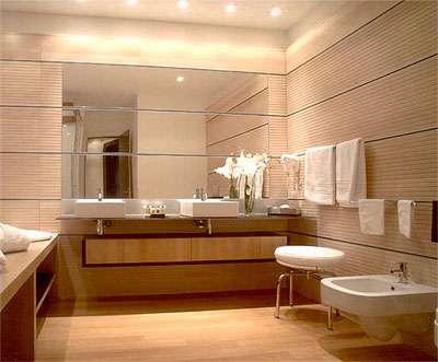 Pour une salle de bain, le parquet doit être choisi avec attention, en fonction de nombreux critères. © naturemat.be