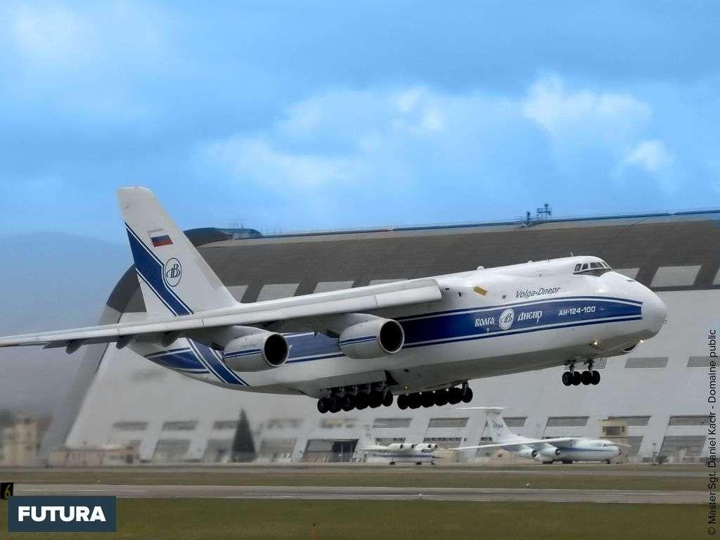 Décollage du Volga-Dnepr An-124 - Russie