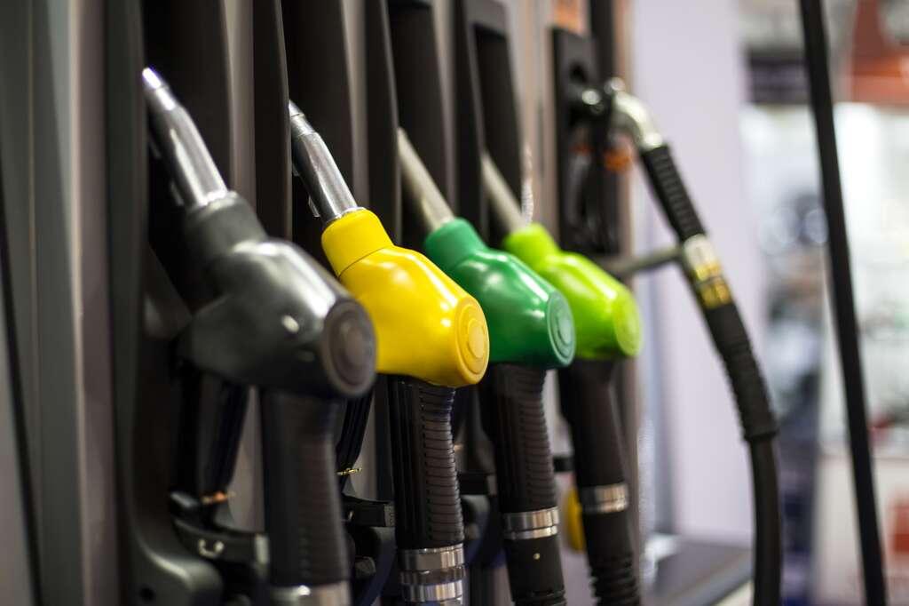 Pas sûr que le prix du carburant à la pompe soit un argument en défaveur des voitures électriques. © Boggy, Fotolia