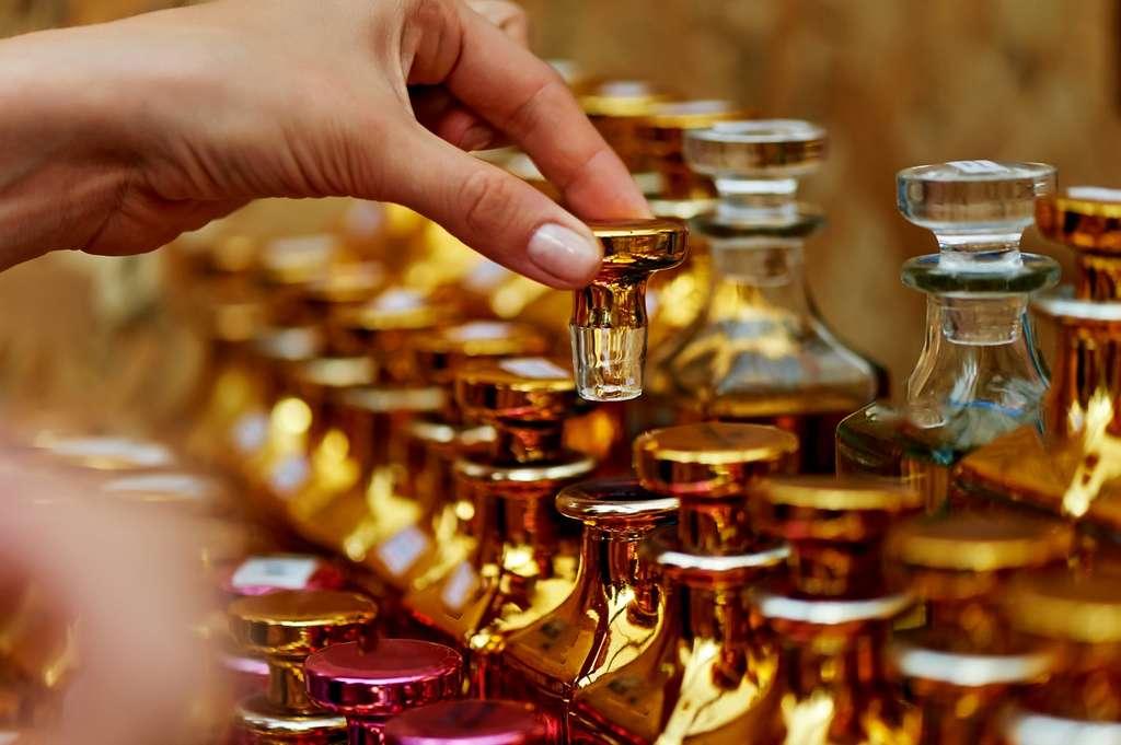 Selon IBM Research, son IA n'a pas pour vocation de remplacer les maîtres parfumeurs mais de leur faire gagner du temps dans leur travail initial de sélection et d'assemblage des senteurs. © Gal2007, Fotolia