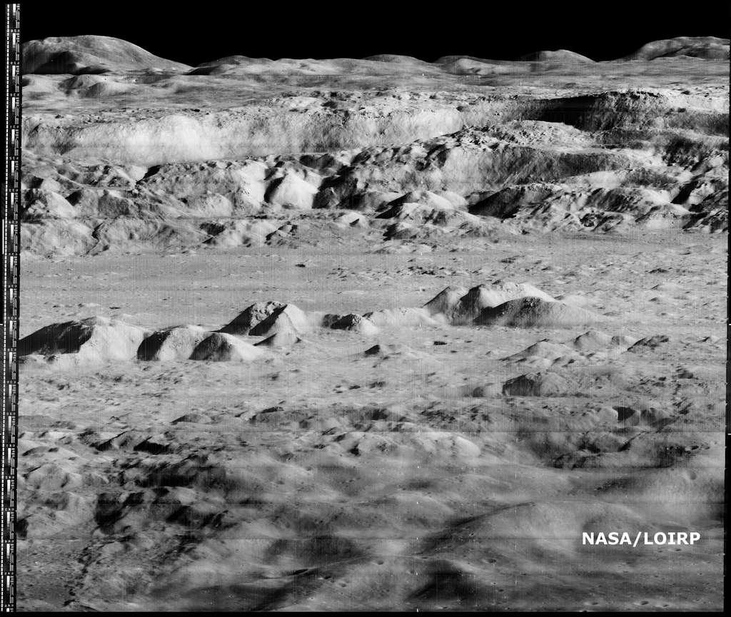 L'intérieur du cratère lunaire Copernic photographié en 1966 par la sonde américaine Lunar Orbiter 2. © Nasa/Loirp