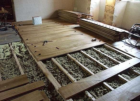 Chantier de rénovation d'un parquet médiéval. © Atelier des Granges