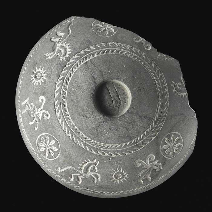 Couvercle de pyxide en pierre, en Afghanistan