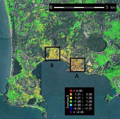 Carte des déformations de la région des Campi Flegrei, obtenue à partir de données radar du satellite Envisat. La vitesse de déformation, qui a été calculée sur base de 12 dernières acquisitions, met en évidence une zone de déformation maximum située au centre de la ville de Pozzuoli (cadre A). La déformation s'étend aussi, vers l'ouest, au secteur voisin du Monte Nuovo (cadre B). © Credits: ESA, Institute for the Electromagnetic Sensing of the Environment (IREA)