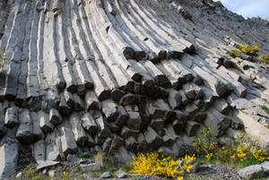 Orgues basaltiques dans une carrière du Velay en Auvergne. © François Michel