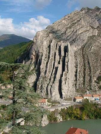 Vue rapprochée de Sisteron, rocher de la Baume. © Régis Martel, Wikipedia GNU, Free Documentation License, Version 1.2