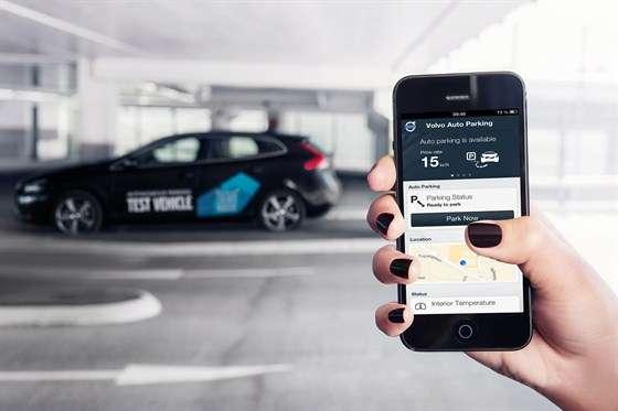 Le système de conduite automatisée de Volvo prévoit une fonction de stationnement autonome. Le conducteur pourra quitter son véhicule à l'entrée d'un parking et l'envoyer se garer en lançant la procédure depuis son smartphone. © Volvo