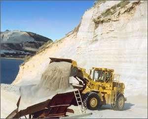 Extraction du minerai à ciel ouvert. © Aegan Perlites SA