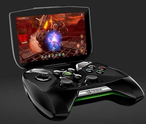 La console de jeu portable Project Shield de NVidia va venir chatouiller les géants du secteur que sont Sony et Nintendo en proposant un fonctionnement hybride inédit. © NVidia