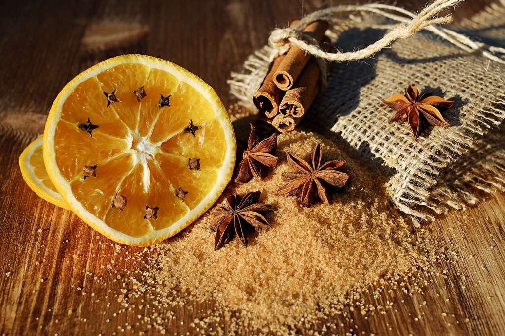 Anis étoilé, orange et clous de girofle. © Couleur, Pixabay, DP