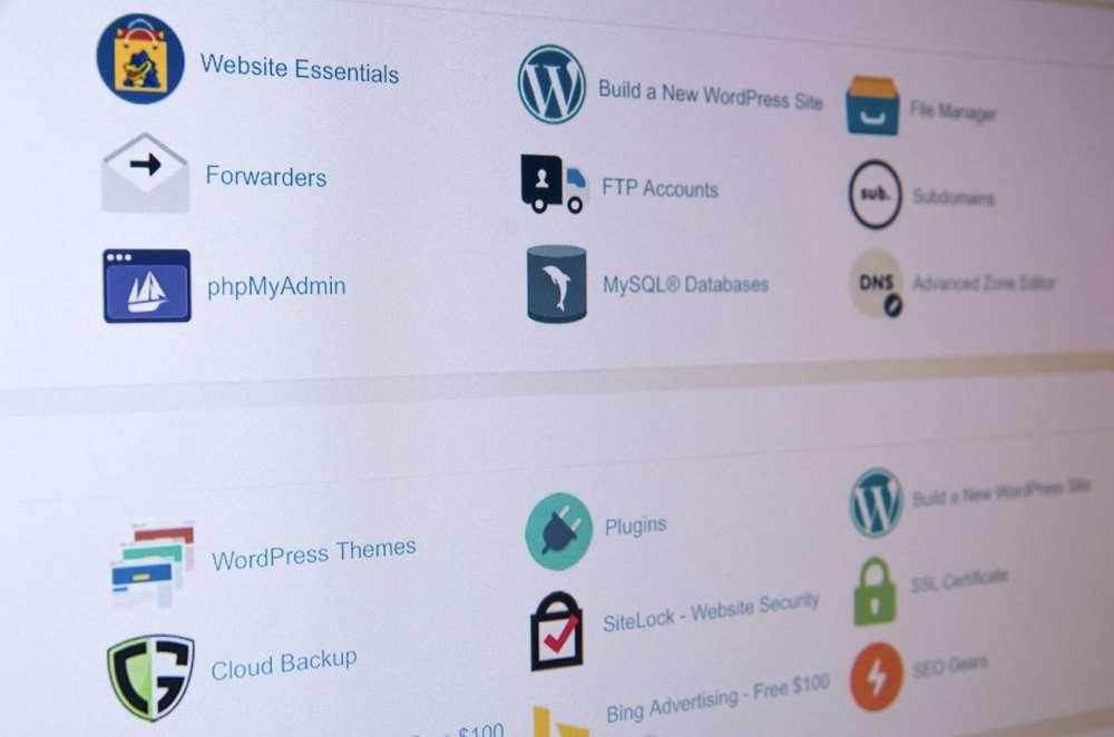 Première étape, étudier les offres d'hébergement Web et trouver celle qui correspond le mieux à votre projet de site Internet.