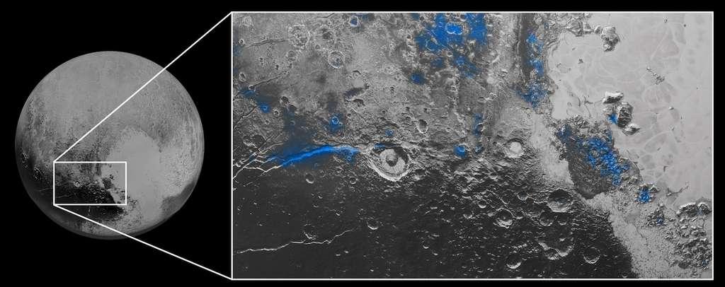 Les taches bleues indiquent les régions où la signature de la glace d'eau a été identifiée par les instruments MVIC et Leisa (inclus dans Ralph). La longue trace à gauche, dans la fosse de Virgile, apparaît très rouge sur les images en couleurs de Pluton publiées fin septembre. © Nasa, JHUAPL, SwRI