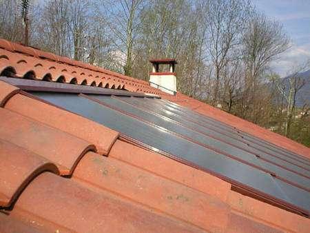 Selon les goûts et les possibilités, les capteurs solaires ne sont pas seulement posés sur un toit. Ils peuvent être intégrés dans la toiture © Clipsol - Tous droits réservés