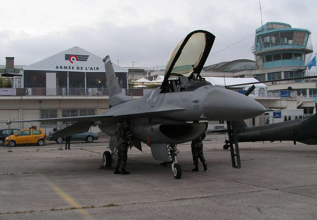 Le F-16 Fighting falcon