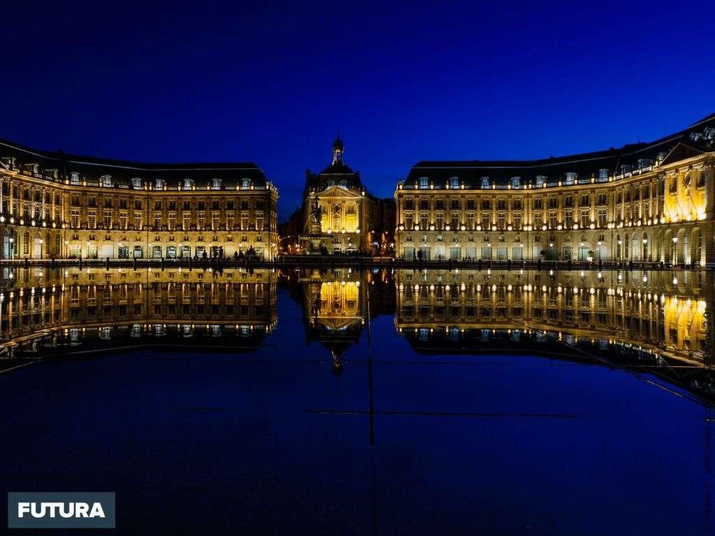 Bordeaux, miroir d'eau Place de la Bourse