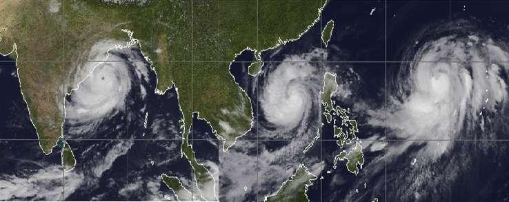Le 12 octobre 2013, l'instrument Modis du satellite Aqua de la Nasa capturait les trois tempêtes tropicales survenues au même moment. À gauche, la tempête Phailin, au centre le typhon Nari et à droite le typhon Wipha. © Nasa
