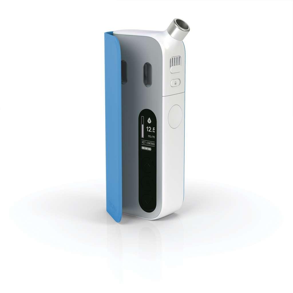 Selon le Baromètre Santé Publique France, 700.000 fumeurs ont déjà arrêté la cigarette grâce à la cigarette électronique. Peut-être bientôt un peu plus avec le vaporisateur personnel intelligent commercialisé par Enovap. © Enovap