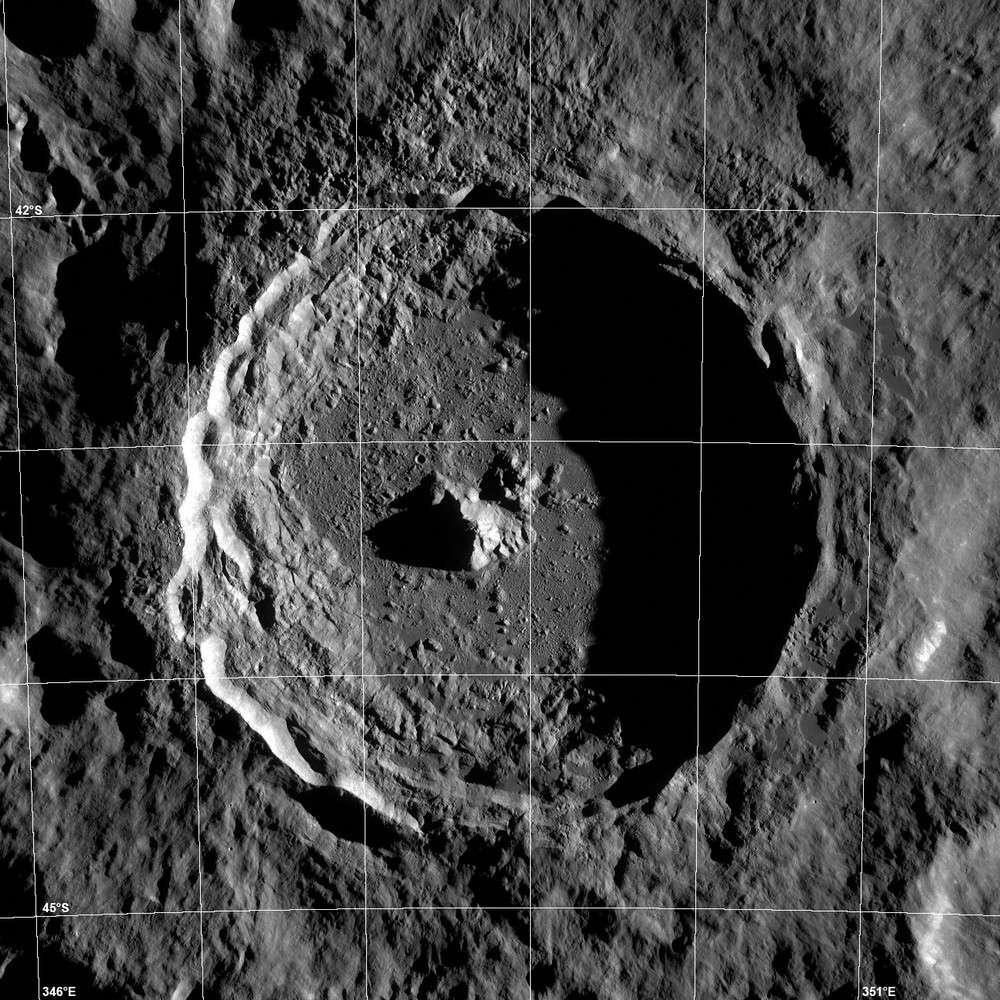 Tycho, l'un des plus beaux cratères lunaires. Vue d'ensemble réalisée par la sonde LRO. © Nasa/GSFC/Arizona State University