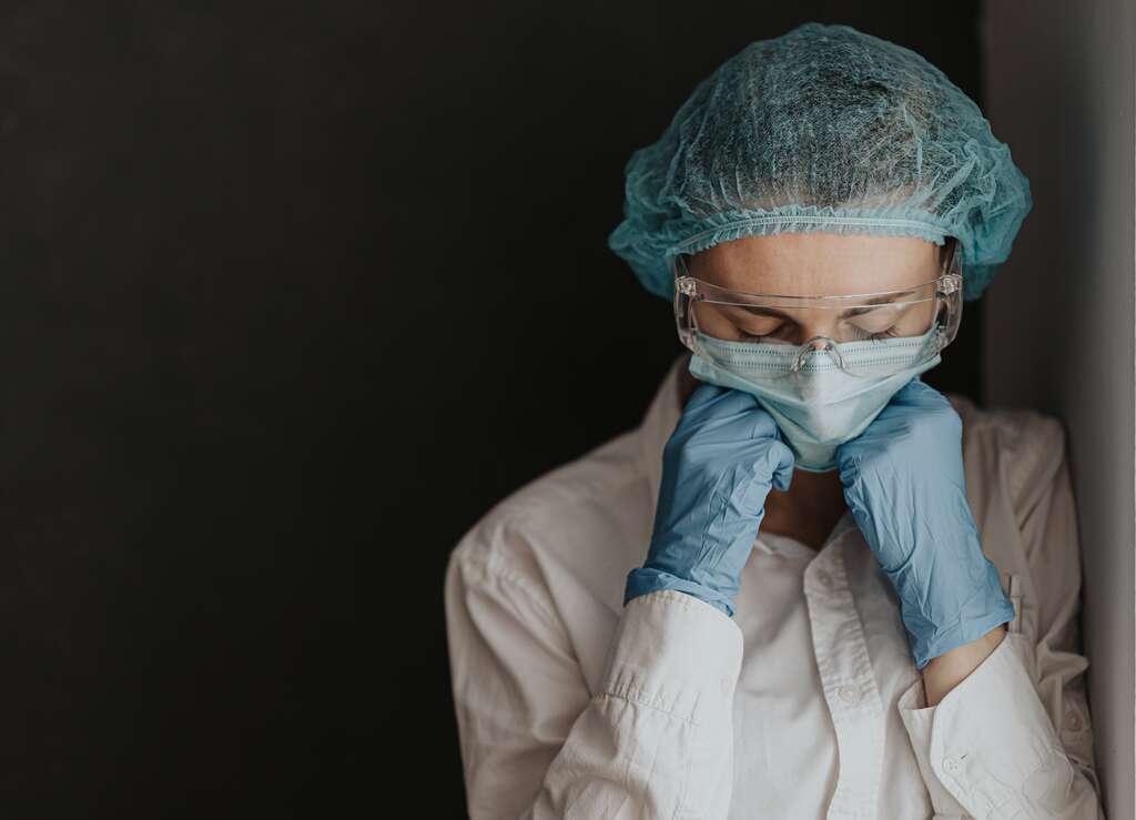 Les personnels soignants sont en première ligne dans la lutte contre le coronavirus, mais font également partie des premières victimes. © Adobe Stock, Mikhaylovskiy