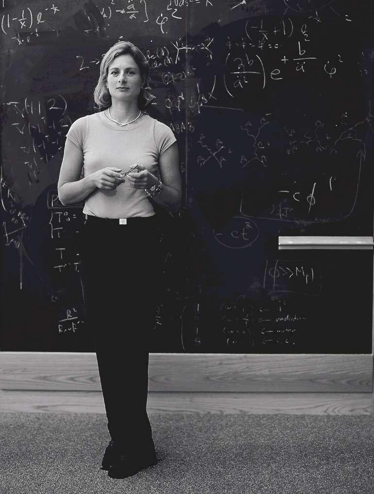 La physicienne Lisa Randall est professeur de physique théorique à l'université Harvard. Sportive, elle pratique la varappe. On lui doit des livres de vulgarisation, ainsi que le livret de l'opéra Hypermusic Prologue, A projective Opera in Seven Planes, en collaboration avec le compositeur Hèctor Parra. © The Regents of the University of California, Davis campus