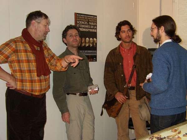 Fig. 1 - Patrick Périn, à gauche, et Josh Bernstein, troisième à partir de la gauche, dans le laboratoire de restauration du musée d'Archéologie nationale lors du tournage d'une séquence de The Da Vinci Code : Bloodlines pour la série Digging for the Truth. © V. Gallien, Inrap