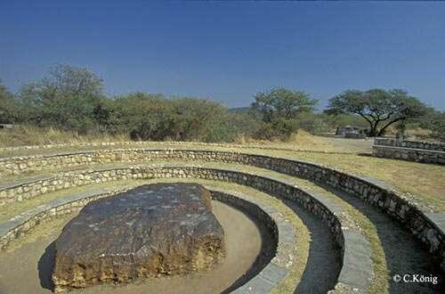 Météorite ferreuse de Hoba, en Namibie. © C. König