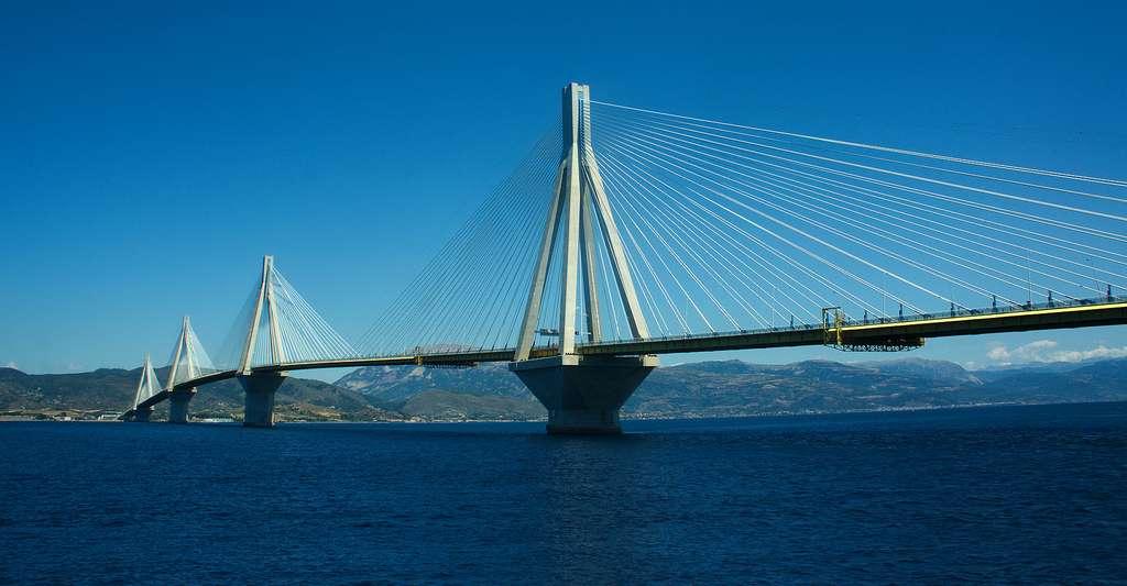 Pont Rio-Antirio près de Patras en Grèce. © Inkey CC BY-SA 3.0