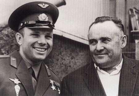 Youri Gagarine et Korolev
