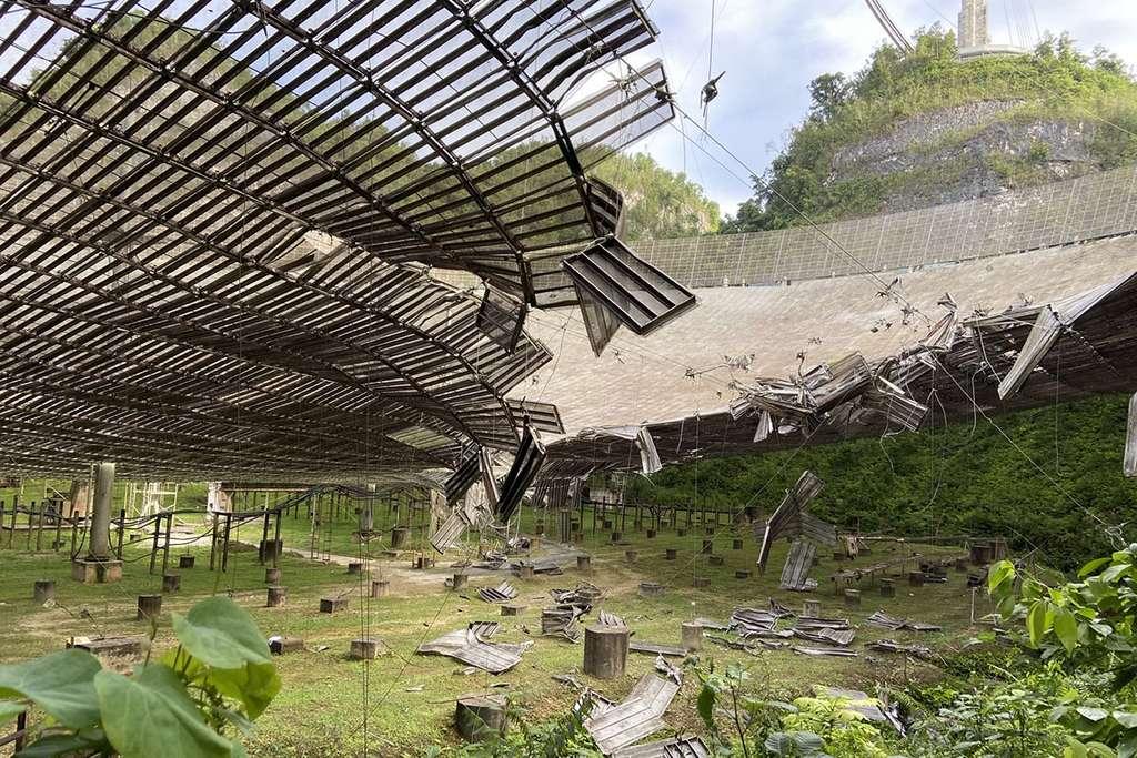 Les dommages causés à l'observatoire d'Arecibo par la chute d'un câble en août 2020. © UCF