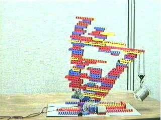 Première génération de machines autoassemblées de Pollak : les briques Lego. © DR
