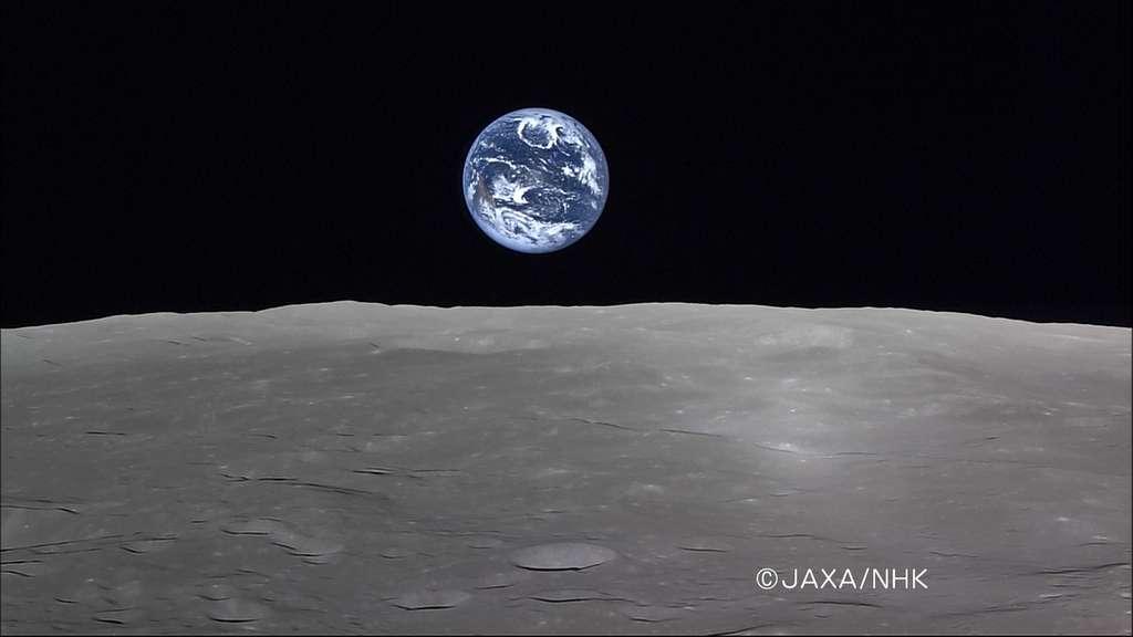 La sonde japonaise Kaguya n'avait pas son pareil pour nous montrer la Terre depuis le balcon lunaire. © Jaxa/NHK