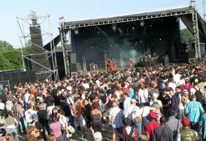 Le festival Bobital, éclectique et intergénérationnel. © Lictic, Wikimedia Commons, Domaine public