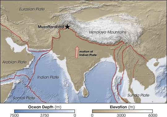 La plaque tectonique indienne (Indian Plate, en anglais sur la carte) serait entrée en collision avec la plaque eurasienne (Eurasian Plate) au Crétacé supérieur, voilà approximativement 70 millions d'années, tandis qu'elle se déplaçait vers le nord. Elle a alors provoqué l'élévation de l'Himalaya (Himalaya Mountains) et des plateaux tibétains ainsi que l'apparition de grandes failles au Tibet. Ces dernières se sont formées à la suite de la rupture de roches ne supportant plus d'être déformées par les mouvements des plaques. © Nasa
